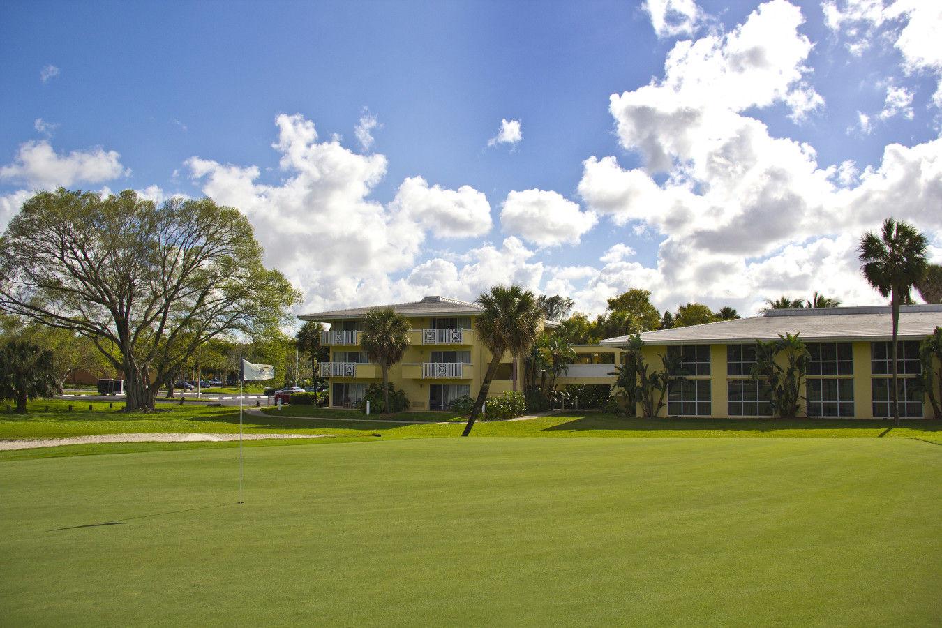 Поле для гольфа с видом на MLHG