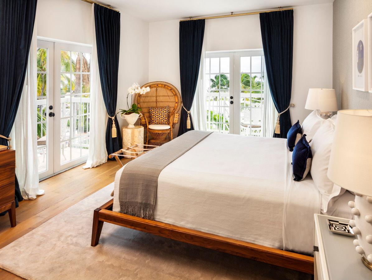 Junior King Oceanfront Suite Bedroom