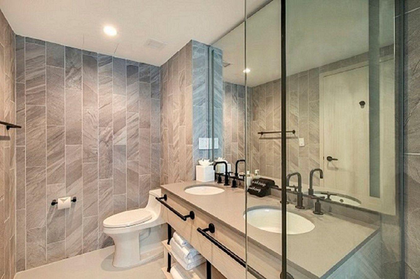 Jr. King Suite Bathroom
