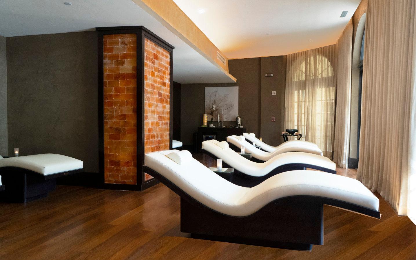 Relaxation Lounge with Himalayan Salt Wall