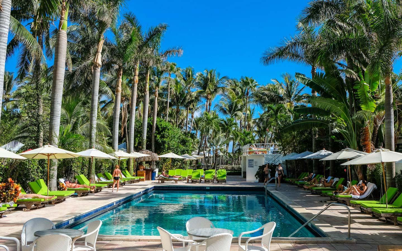 South Seas Hotel pool