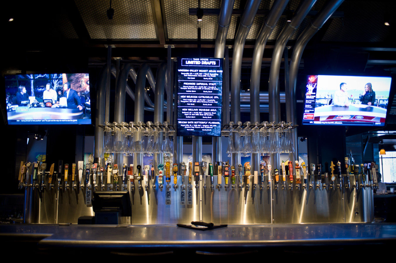 Yard House Dining room