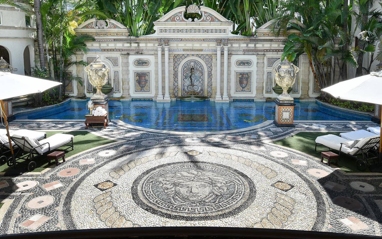 Villa Casa Casuarina mosaic pool