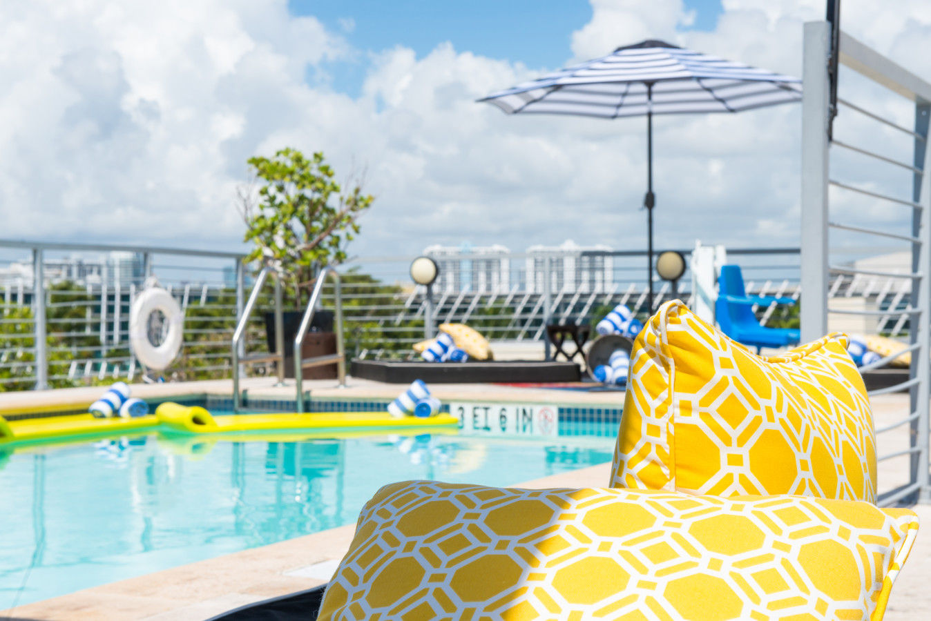 Piscine sur le toit du Riviera Suites South Beach