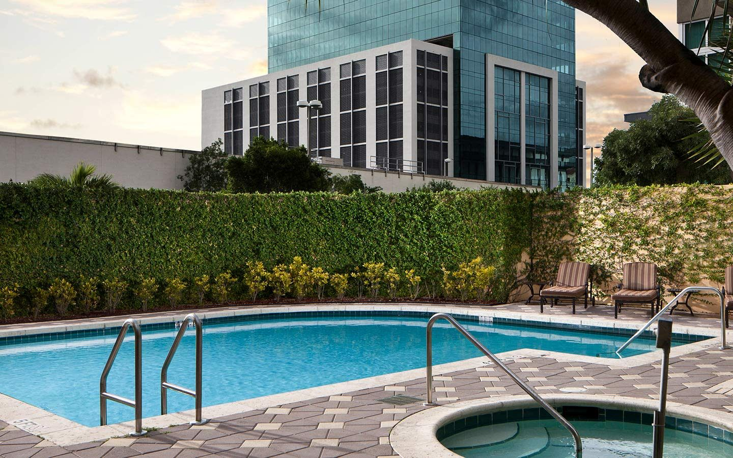 Courtyard Miami Dadeland pool