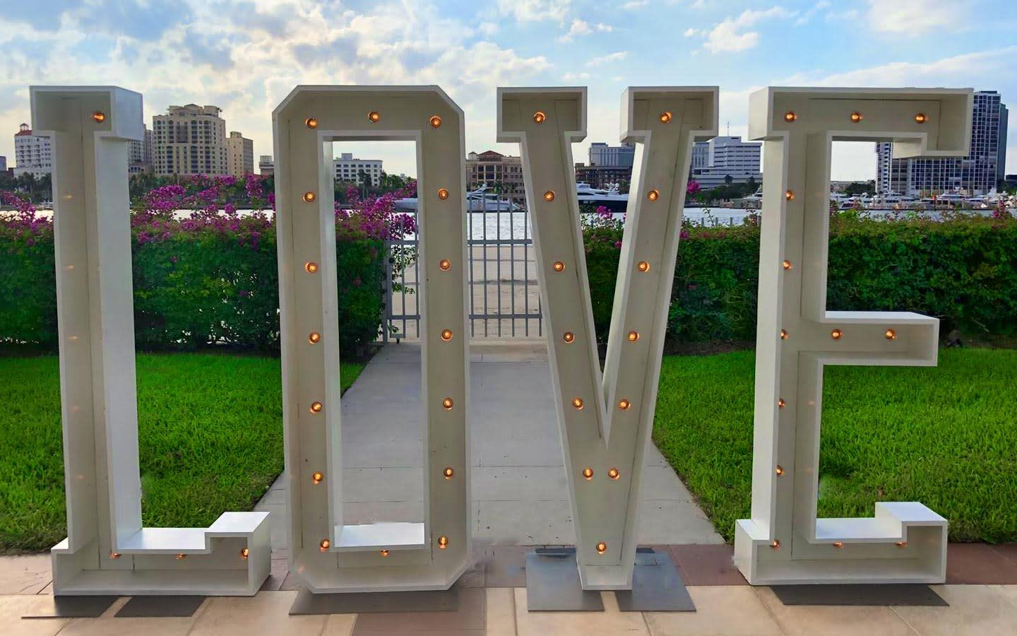 Miami Photo Booth Light-up Love Sign