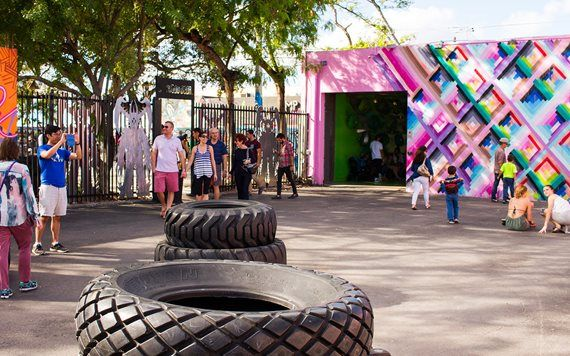 people enjoy murals at Wynwood Walls