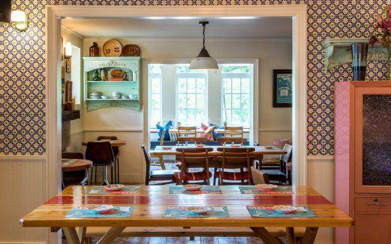 27 restaurant dining area