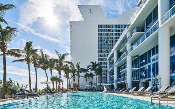 pool at the Carillon Miami