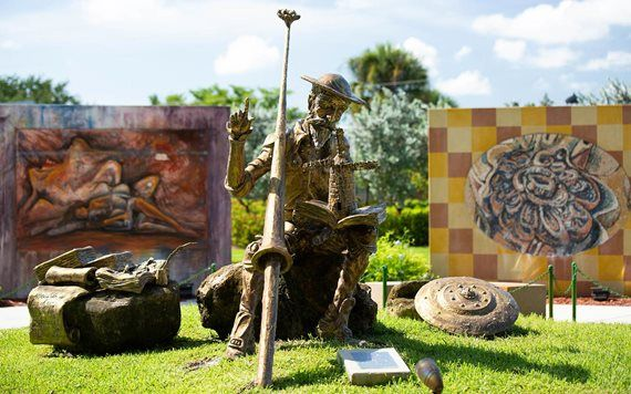 Estatua en Hialeah Garden of the Arts