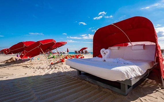 Couples Beach Chair at Acqualina