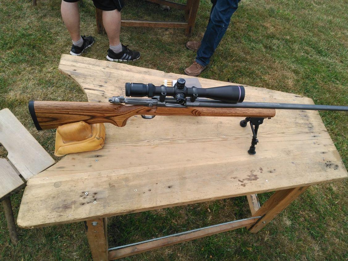 Ruger M77 Mark II Varmint in der Stainless Ausführung und Zweibein