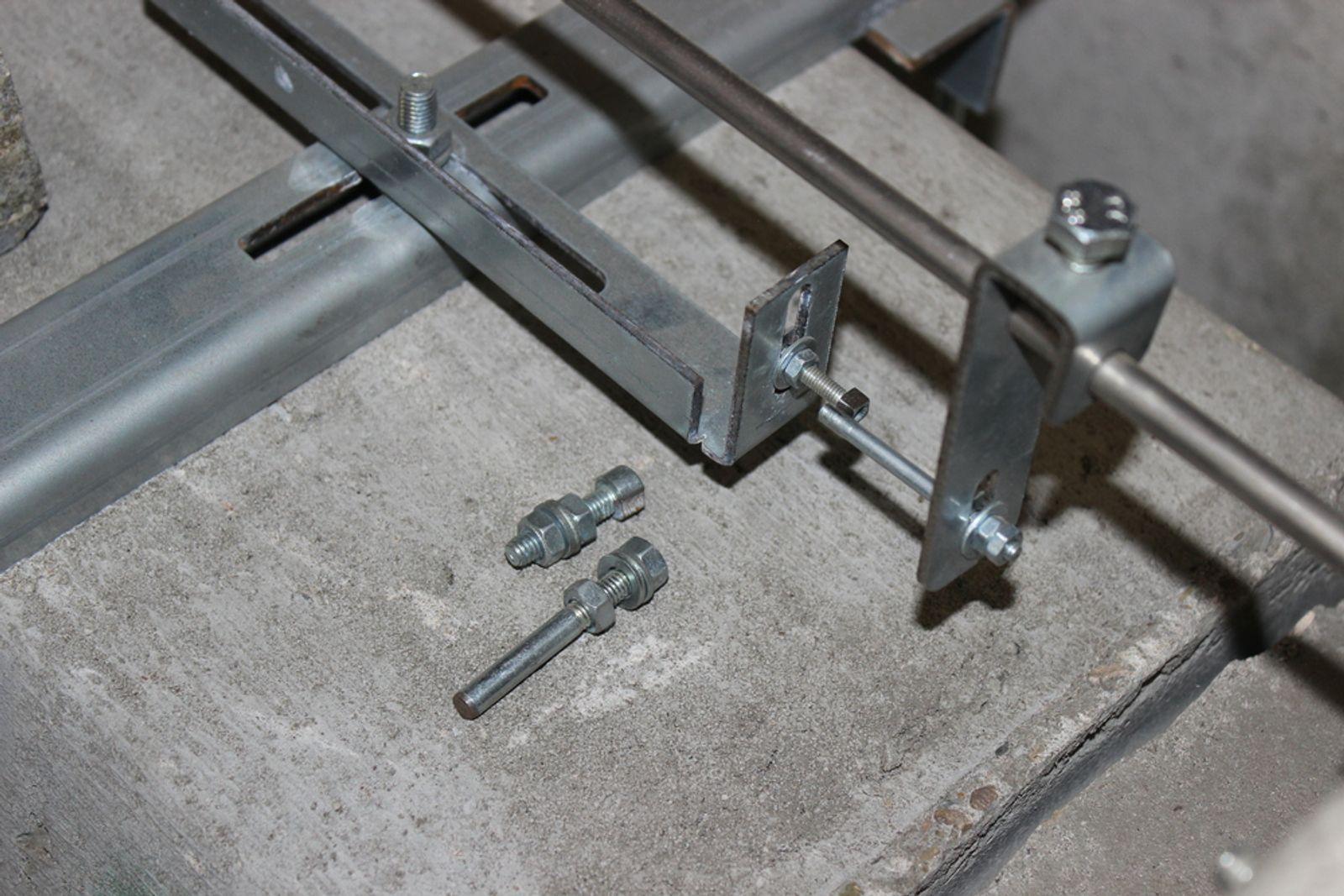 mit dem hängenden betonrohr auf vorsichtige prädatoren