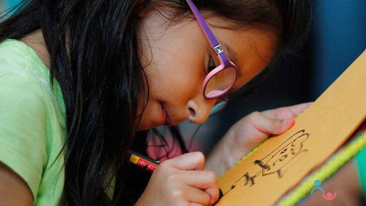 बच्चो को सिखाएं कि भावनाओं से कैसे निपटना है