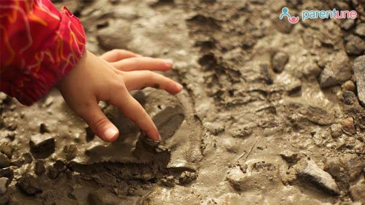 क्या आपके शिशु को भी चाक या मिट्टी खाने की आदत है ऐसे रखें ध्यान
