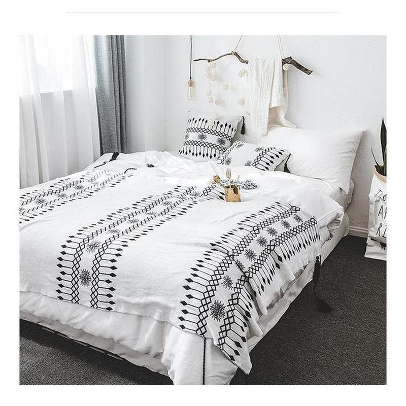 Cecilia Knitted Tassel Throw-Heart N' Soul Home-White and Black-Blanket: 130x160cm-Heart N' Soul Home