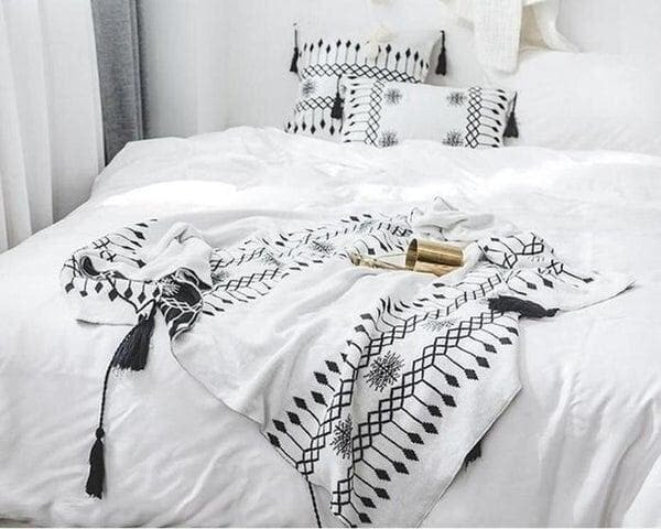 Cecilia Knitted Tassel Throw-Heart N' Soul Home-White and Black-Blanket: 130x160cm-Heart N' Soul Home