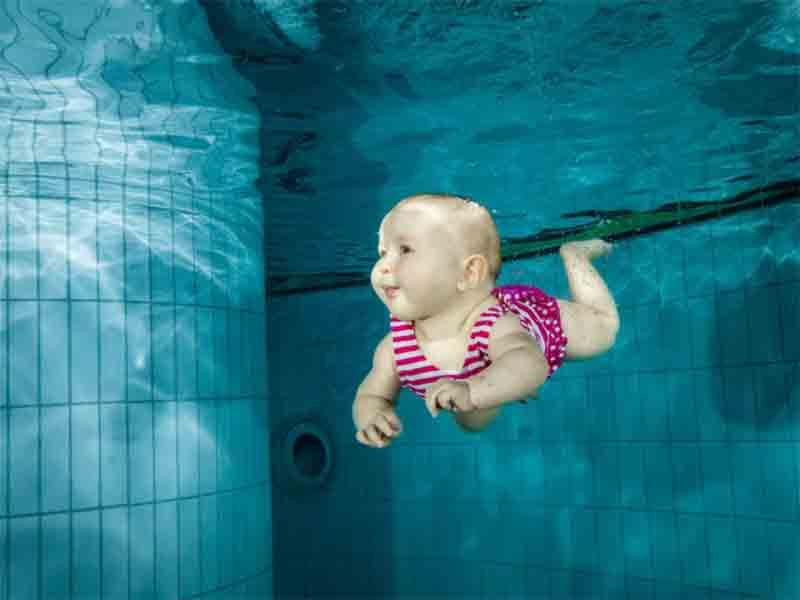 baby-swimming