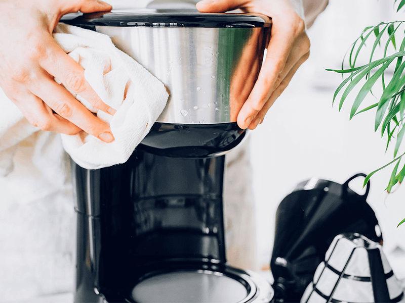 Lau thân máy pha cafe