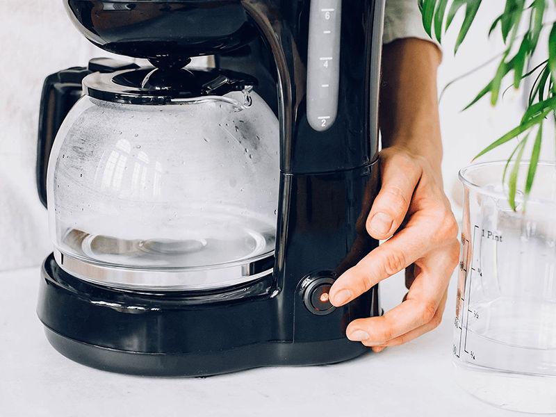 Vận hành máy một nửa quá trình pha cafe