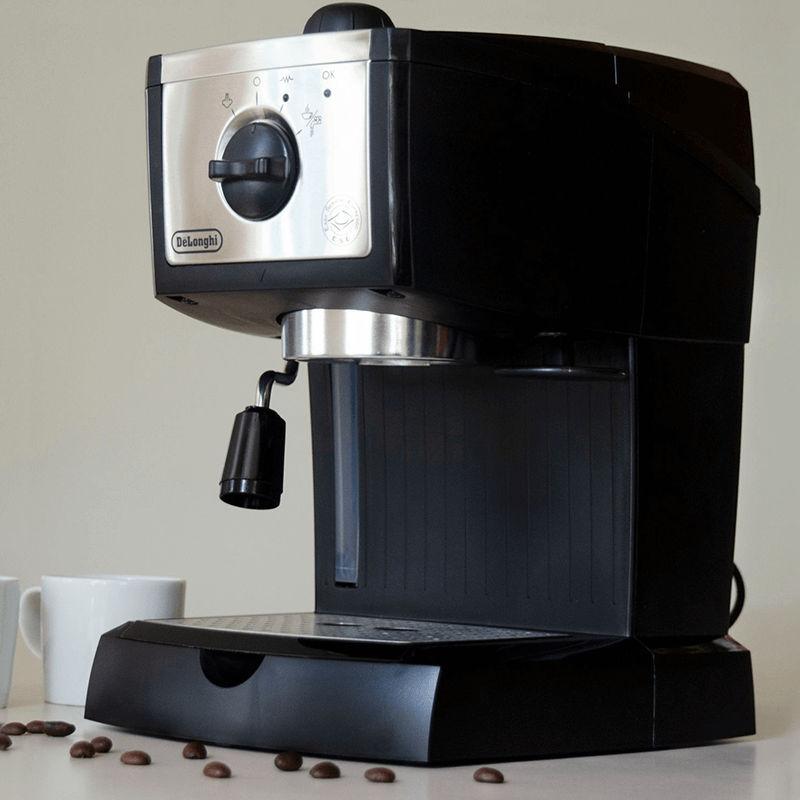 Nên mua máy pha cà phê DeLonghi EC155 cho quán nhỏ của bạn