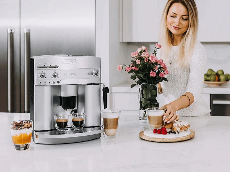 Nên mua máy pha cà phê DeLonghi ESAM3300 cho quán nhỏ của bạn