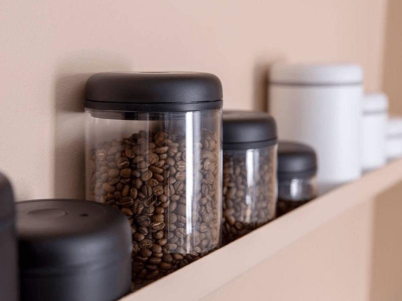 Nên để cafe bột và hạt cafe đã rang ở nơi khô ráo thoáng mát