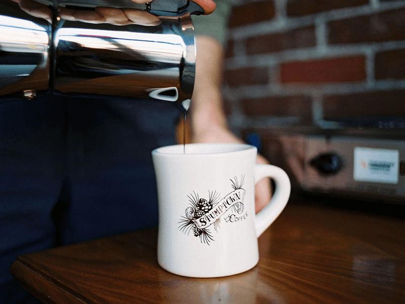 Rót cafe ra ly để thưởng thức