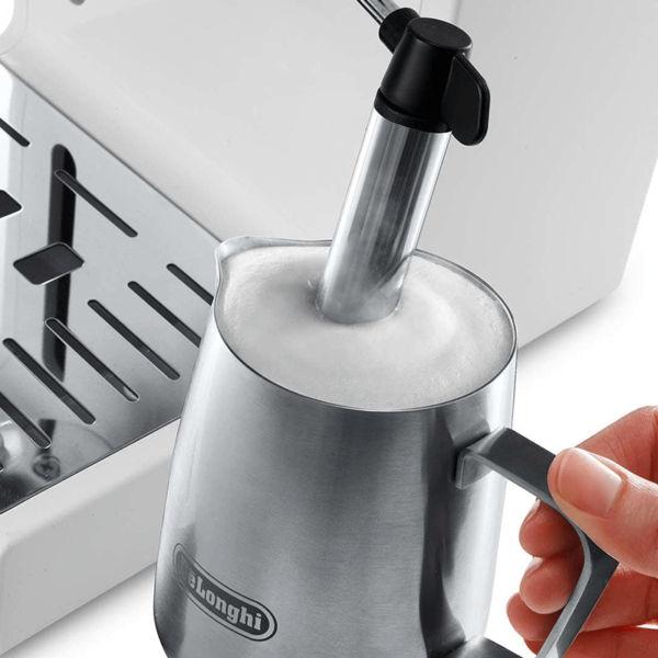 Máy pha cafe ECP33.21 có hệ thống đánh bọt sữa hiện đại
