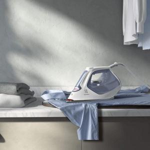Bàn ủi hơi nước Electrolux E7SI1-60WB xoá nhăn trên vải hiệu quả