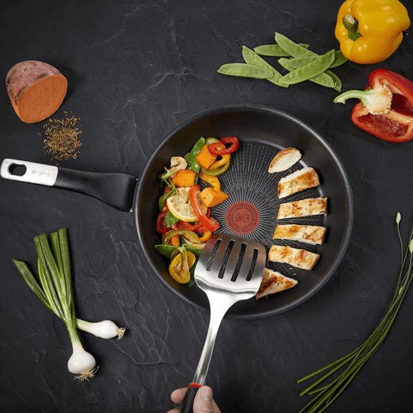 Chảo chống dính Tefal Unlimited phù hợp để chiên xào nấu thực phẩm