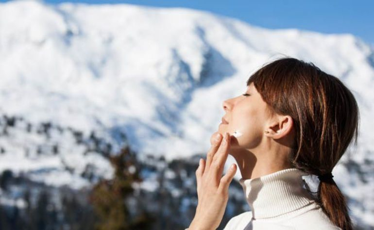 6 reasons why sunscreen is a must for winters!