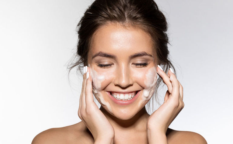 Tips to choose best face wash for girls