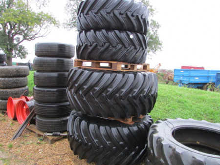 SET of 4 FLOTATION TYRES to Suit Case MXM140 or Similar NH