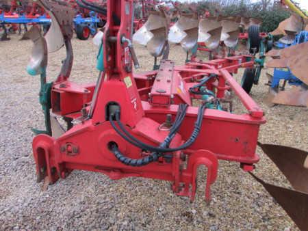 KVERNELAND LO85/300 Plough, On land In Furrow, 6 furrow, (5 + 1)