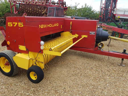 NEW HOLLAND 575 High Capacity Conventional Baler,