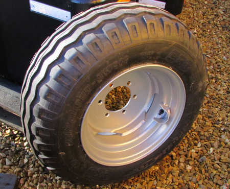 NEW 10.0/75 x 15.3 Wheel & Tyre assembly for 2wd 6 stud tractor fronts