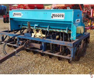 MOORE UNIDRILL 3 metre Direct Drill, 18 row, Sulky Metering