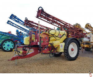 HARDI COMMANDER 4200 litre 24 metre Trailed Sprayer