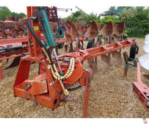 KVERNELAND LB85 240 Hyd Variwidth plough