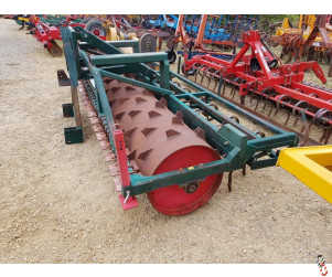 NRH 4 Metre Rigid Front Press Giant Packer with Leading Tines