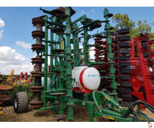 COUSINS 8 Metre Trailed Oil Drill, 2015, Low Disturbance Strip-Till Subsoiler with Liquid Fert Applicator & Seeders