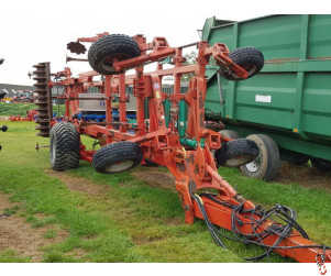 KVERNELAND CTS 4.5 metre Stubble Finisher with Horstine Twin Air Applicator