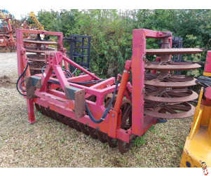 FARMFORCE 4 metre Hyd Folding Front Press with leading tines