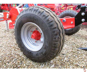 NEW 10.0/75 x 15.3 Wheel & Tyre assembly