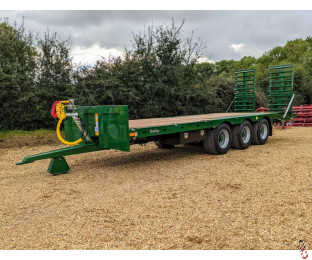 BAILEY 26ft Tri-Axle Beavertail Plant Trailer, New - 1 Arrived In Stock !