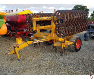 MICHAEL MOORE 4 metre Trailed Double Press with leading tines