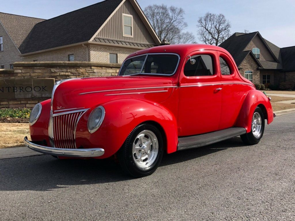 detailed 1939 Ford Deluxe Deluxe hot rod