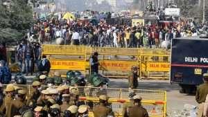 Farmer protest reaches red fort in Delhi