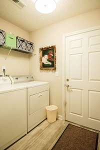 Nice utility room off the garage
